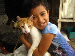 Nalyesca Isayoy and her gato