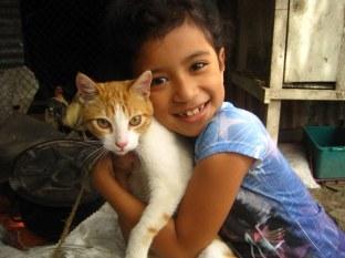 Nalyesca Isayoy and her gato