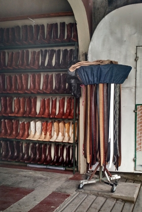 Do you think of cowboys when you picture #Nicaragua? Maybe you should. People in Esteli make a living crafting beautiful yet durable #leather goods. #giddyup #peacecorpsnicaragua #shoes #boots #belts #BAphotochallenge #bloggingabroad